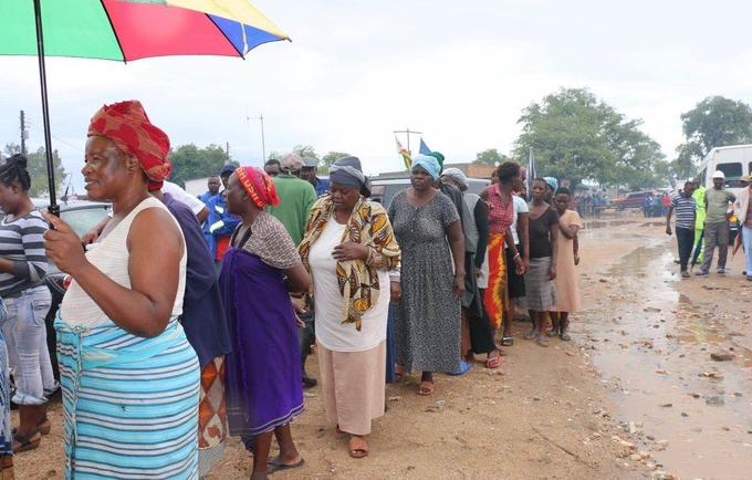 UNFPA assists over 300 women and girls providing dignity kits in flood-affected Beitbridge
