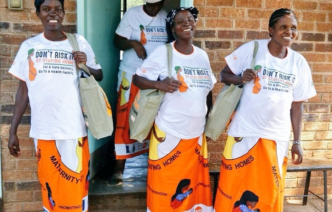 Expectant mothers receive their UNFPA Mama Kits at Maphisa Maternity Waiting Home, Matabeleland North. Photo: UNFPA Zimbabwe